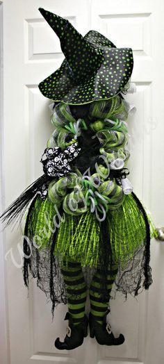 Awesome Witch Halloween Wreath .