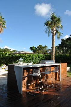 Landscape: Modern Interior Design Project in Miami, FL Contemporary landscaping ideas Outdoor kitchen