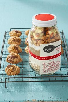 With peanut butter cups in every bite, there's no way your peanut butter cookie-loving friend won't enjoy this thoughtful DIY food gift. #cookiesinajar #masonjargifts #christmasgiftideas #christmasgiftsforfriends #holidaybaking #bhg Mason Jar Cookie Recipes, Cookie Mix Jar, Mason Jar Cookies, Mason Jar Meals, Meals In A Jar, Jar Recipes, Mason Jars, Sweet Recipes, Recipe Ideas