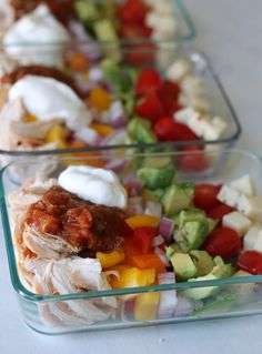 Simple meal prep bowls filled with all the flavors of a chicken burrito minus the carbs. Prepare on Sunday and enjoy all week! Summer is almost here and I know for many of us that means were searching for easy no-cook recipes that are waistline friendly. Lunch Meal Prep, Meal Prep Bowls, Easy Meal Prep, Healthy Meal Prep, Healthy Snacks, Easy Meals, Healthy Eating, No Carb Lunch, Simple Meals