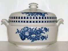 Royal Copenhagen Blue Flower Braided, early and rare round soup tureen 1810-1820