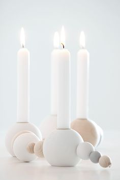 kerzenkette selbermachen Lantern Candle Holders, Candle Lanterns, Candles, Nordic Lights, Diy Inspiration, Christmas Mood, Summer Christmas, How To Make Beads, Xmas Decorations