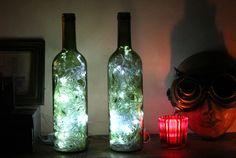 ¿Quieres conocer un gran método para reciclar esas botellas de vino vacías que tienes en casa? Conviértelas en increíbles luces de acento decorativas para darle un ambiente más acogedor a tu sala o habitación. Junta todas las botellas que p...