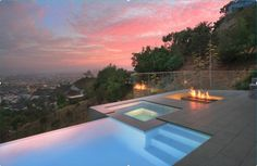 Discover 32 amazing infinity pool designs for your inspiration. Browse photos of infinity edge pool designs. Infinity Pools, Infinity Pool Backyard, Small Pool Backyard, Backyard Ideas, Cool Swimming Pools, Swimming Pool Designs, Pool Spa, Outdoor Fire, Outdoor Pool