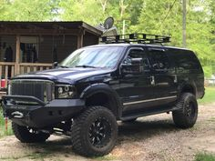 2005 Ford Excursion Limited 4x4 with Road Armor bumpers and 37's on Fuel rims. 6 inch lift.