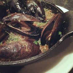black mussels al forno {tomato passata, capers, bread}