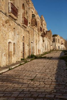 The ghost village of Craco in Basilicata, #Italy.