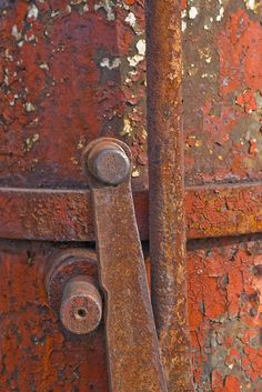 Rusty Red Thing With Handles by Charliebubbles,