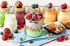 Get the 10 best healthy snacks on the go. These are easy to prep and easy to take on the road for a quick, healthy way to lose weight and keep it off. Healthy Protein Snacks, Healthy Diet Tips, Easy Healthy Recipes, Snack Recipes, Healthy Eating, Healthy Food, Granola, Muesli, Yummy Snacks