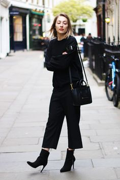 59 Best Ideas for how to wear culottes in winter ankle boots Cute Women Fall Outfits And Trends Ankle Boots With Jeans, How To Wear Ankle Boots, Suede Ankle Boots, Black Ankle Boots, High Boots, Black Culottes Outfit, How To Wear Culottes, Leather Culottes, Fall Outfits For Work