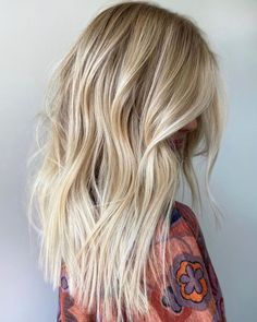 50 Best Blonde Highlights Ideas for a Chic Makeover in 2020 - Hair Adviser Blonde Highlights With Lowlights, Bright Blonde Hair, Blonde Balayage Highlights, Blonde Hair Looks, Brown Blonde Hair, Balayage Hair, Peekaboo Highlights, Purple Highlights, Blonde Balyage