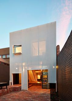 Mills is an extension to a one level weatherboard terrace in Melbourne.