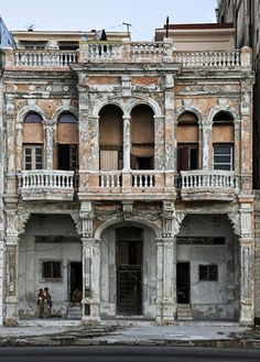 Breathtaking - La Casa Rosada (Havana, Cuba) by Victoria Montoro Zamorano ©. A limited number of prints are available at Octavia ARt Gallery! Old Abandoned Buildings, Old Buildings, Abandoned Places, Cuban Architecture, Historical Architecture, Beautiful Buildings, Beautiful Places, Frida Art, Underground Bunker