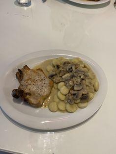 Mein neuester Beitrag  Einfache Champignonsauce zum Nachkochen Gnocchi, Rind, Pork, Meat, Browning, Easy Meals, Cooking, Kale Stir Fry, Pork Chops
