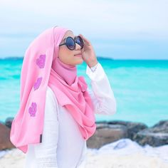 #ootdmaldives Shawl @qastal.official Model by @adielaridzuan Photograher by @najarhusshakir Any product photoshoot direct whatsapp to 012-6689596 #product #photoshoot #onlineboutique #muslimah #fashion #photography #butik #malaysia #hijabstyle #muslimahdress # #hijabfashion #makeup #pretty #hijab #makeup #mua #model #womensfashion #ootd #jubah #tudung #hijabfesyen #style #muslimahwear #adielaridzuan