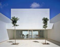 Guerrero house / Alberto Campo Baeza. Perfect spot for some modern outdoor Van de Sant lounges. www.vandesant.com