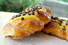giorgia passione cucina: treccine dolci con crema pasticcera e gocce di cioccolato