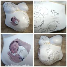 Gipsabdruck vom Babybauch verziert mit grauen Ornamenten, Foto und Geburtsdaten vom Baby. Made by Atelier Body-pArts, www.babybauch-abdruecke.de