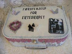 Karins-kortemakeri: Førstehjelp for ekteskapet Suitcase, Decorative Boxes, Gifts, Diy, Funny, Home Decor, Weddings, Ideas, Presents