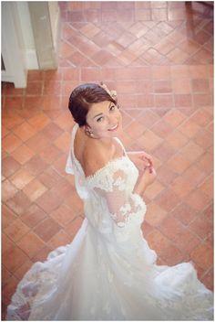 Romantic vintage style wedding dress/ bride