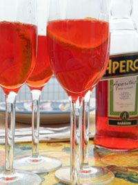 Italian Cocktail recipe: Negroni  http://cooking-vacations.com/recipes-of-the-month/#negroni