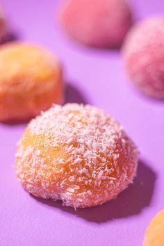 Strawberry Mochi, Strawberry Recipes, Mango Mochi Recipe, Matcha, Yummy Things To Bake, Dessert Sushi, Mochi Cake, Sushi Recipes, Sweets