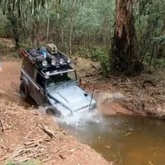 Check out this defender 90 going through a deep water crossing. Land Rover Defender Camping, Defender Camper, Defender 90, Rc Cars And Trucks, Big Trucks, Land Rover Overland, Cb400 Cafe Racer, Camping Gazebo, Car Rover