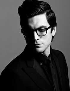 Omg, he needs glasses? I need glasses! Wes Bentley and I have so much in common! (sarcasm)