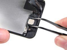 6. Fjern samtalehøyttaleren ved hjelp av en pinsett.