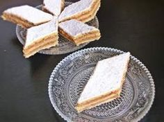 Prajitura de post, cu mar Vegan Foods, Vegan Recipes, Cooking Recipes, Cake Recipes, Dessert Recipes, Desserts, Romanian Food, Romanian Recipes, Food Cakes
