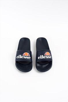 Ανδρικές παντόφλες της εταιρείας Ellesse. Διαθέτουν αντιολισθητική σόλα για να προσφέρουν άνετο και σταθερό περπάτημα. Ellesse, Pool Slides, Sandals, Shoes, Fashion, Moda, Shoes Sandals, Zapatos, Shoes Outlet