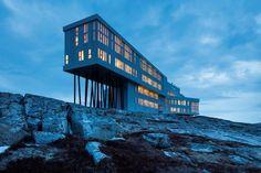 Fogo Island Inn è l'albergo più remoto sulla Terra. Si trova a Terranova, realizzato come le barche dei pescatori con le dimensioni di una nave da crociera