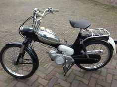 ≥ Tomos 2l oldtimer - Brommers | Oldtimers - Marktplaats.nl Tomos Moped, Moped Motorcycle, Vintage Moped, Vintage Cars, Motor Scooters, 50cc, Classic Bikes, Cool Bicycles, Retro Cars