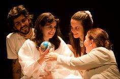 """A peça """"Congresso Internacional do Medo"""", do Grupo Espanca, é apresentada no Teatro Alterosa na sexta-feira e no sábado, dias 12 e 13, às 21h, e no domingo, dia 14, às 19h. Os ingressos custam R$ 15."""
