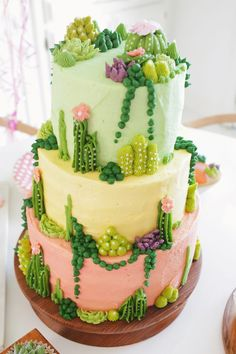 How adorable is this succulent-themed tiered cake? Whether you're looking for dessert inspiration, cute party ideas, or anything in between, this gorgeous treat would be perfect as the star of any celebration. Pretty Cakes, Cute Cakes, Beautiful Cakes, Amazing Cakes, Beautiful Mess, Cactus Cake, Cactus Food, Fancy Cakes, Creative Cakes
