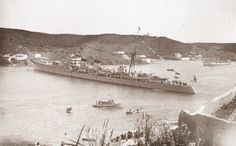 Crucero Almirante Cervera en Mahon