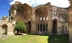 Iglesias y monasterios abandonados en venta. Invertir en historia.