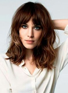 Awesome full fringe hairstyle ideas for medium hair 37