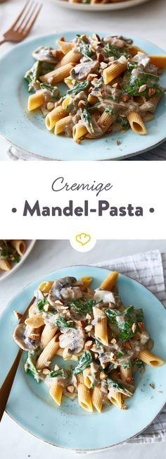 Dieses Rezept ist eine echte Überraschung! Aus Mandelmilch und Mandelmus entsteht eine vegane Sauce, die wie cremige Rahmsauce schmeckt.