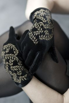 Gloves are so similar in theory to socks that it's only natural we carry some! We've got warm gloves, fingerless gloves, compression gloves and even and fancy lace gloves that won't keep you cozy but will keep you chic. Lace Gloves, Leather Gloves, Women's Gloves, Dress Gloves, Gloves Fashion, Fashion Accessories, Gants Vintage, Looks Party, Velvet Glove