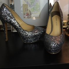 """Gianni Bini sparkle pumps size 6 Gorgeous Gianni Bini platform pumps in size six. 4.5 inch heel. Excellent condition except for the glitter rubbed off the inside of both shoes while in a suitcase on an NYC trip. :( Not noticeable while wearing unless you're looking straight at it. The color underneath blends with the glitter. Gorgeous shoes. No trades please, will only consider offers made via the """"offer"""" button. Thank you! Gianni Bini Shoes Heels"""