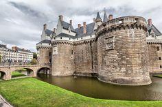 Le château des Ducs de Bretagne, Nantes Monuments, France, Tower Bridge, Mansions, House Styles, Travel, Photos, Pays De La Loire, The Mansion