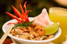 Quem for à Rua Jose Maria Lisboa, neste sábado, 12, vai poder provar o clássico Pad Thai (em tradução livre: macarrão frito à moda tailandesa).  O prato vai compor a barraca de rua feita pelo restaurante de comida Tomyam, que comemora o ano novo Tailandês.