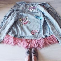 Denim jacket of gently blue color. 100% COTTON. Hand painted, decorated with detachable ostrich feathers of pink colour.Woven label in organic cotton.NOT VINTAGE JACKET!
