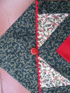 Vicki's Fabric Creations: 10 Minute Table Runner Meets Tube Quilting -Tutorial uploaded