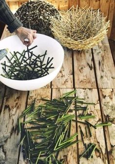 Easy DIY decorations for home and garden projects from twigs Natural, organic materials are increasingly used in home decor these days and it's easy to see why. Everything that surrounds us b… Twig Crafts, Diy Crafts For Home Decor, Easy Diy Crafts, Upcycled Crafts, Nature Crafts, Diy Para A Casa, Diy Casa, Garden Projects, Home Projects