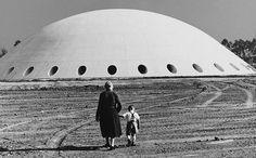 O prédio da OCA, no parque do Ibirapuera, em 1954. German Lorca.