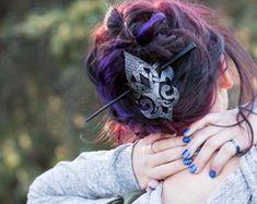 Cet article n'est pas disponible Celtic Hair, Leather Bracers, Brown Highlights, Hair Sticks, Hair Barrettes, Larp, Boutique, Hair Pins, Vikings
