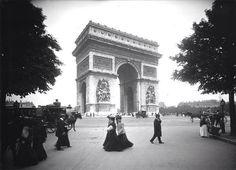 Promenade place de l'Etoile en 1910. Ou est le #trafic ? #Paris #France #tourisme #histoire http://paris-visites.voila.net