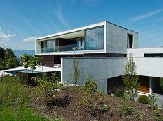 Haus am Hang im Vorarlberger Rheintal